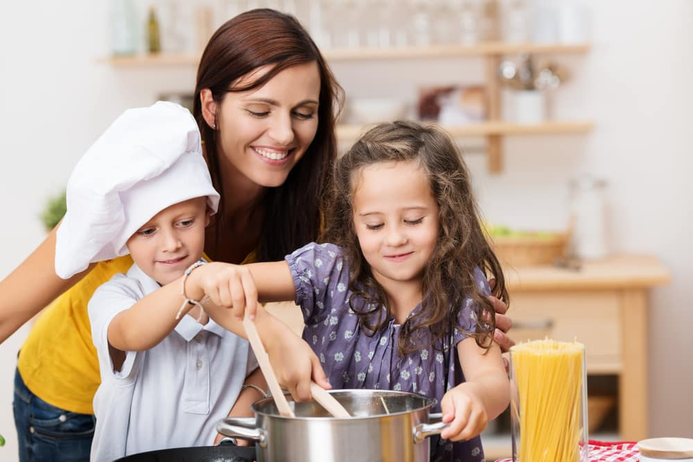 Kid-Friendly Linguine With No-Cook Pasta Sauce