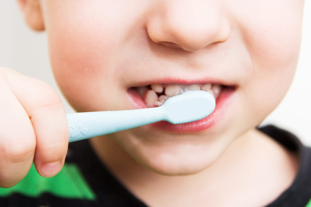 How Should Kids Brush Their Teeth?