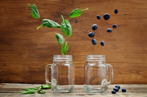 Recipes for smoothies can contain spinach and blueberries
