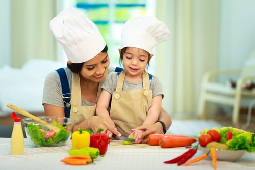 mother daughter cooking lesson