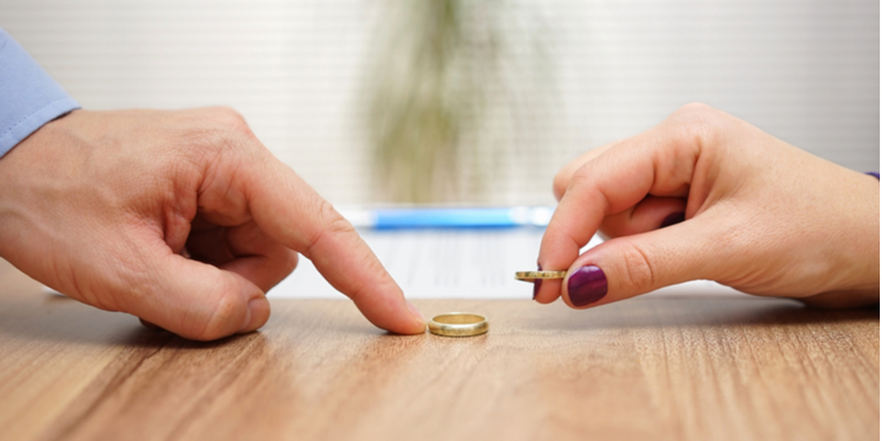 couple returning wedding rings divorce concept
